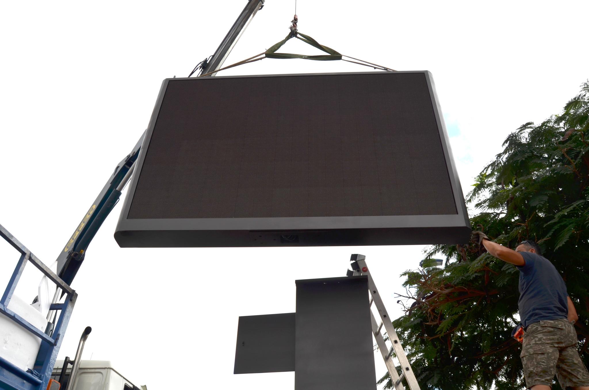 Montaje Pantalla LED Magik P10 en el C.C. Gran Sur (Adeje)
