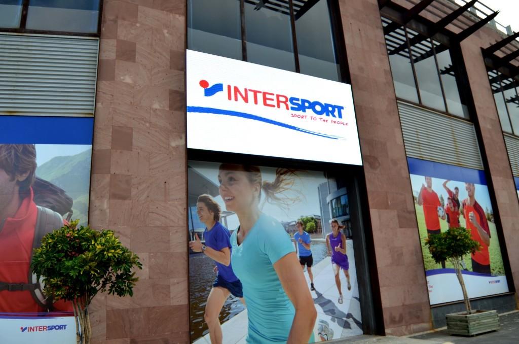Pantalla LED P10 en Intersport El Trompo
