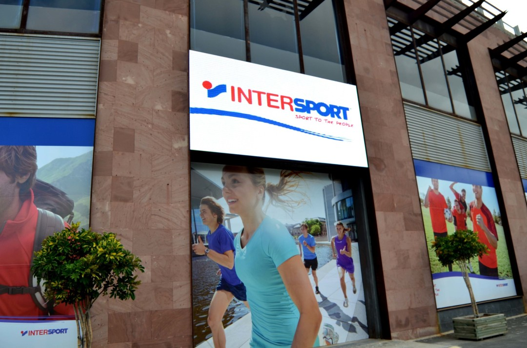 Pantalla LED P10 en Intersport El Trompo