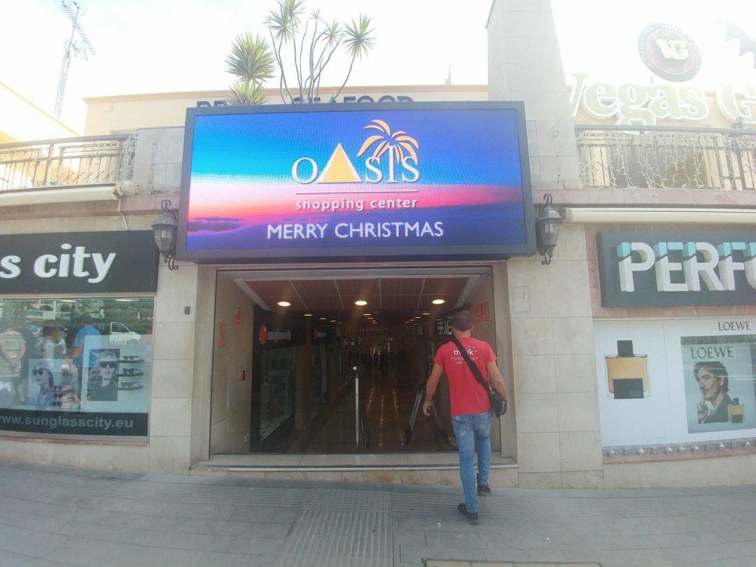 Instalación de dos Pantallas LED en el C.C. Oasis
